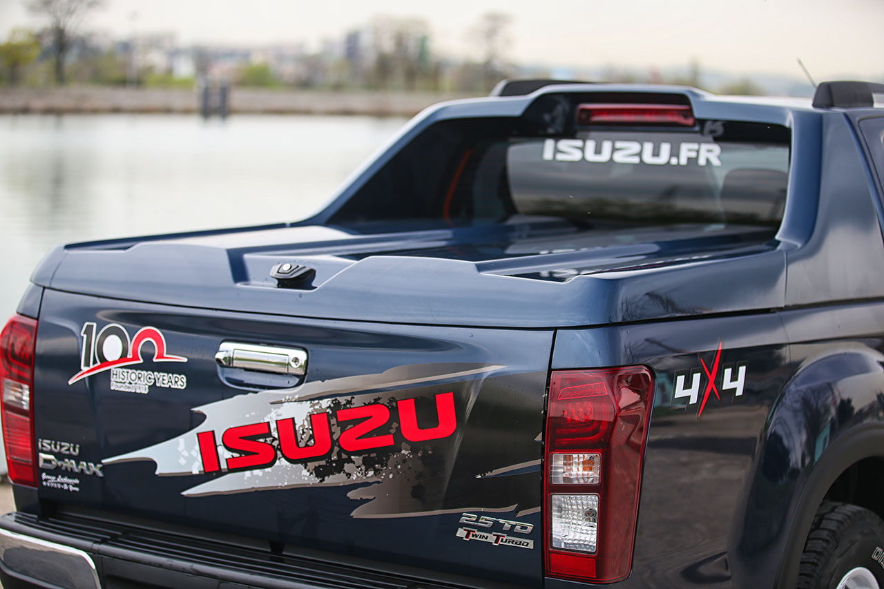 ISUZU_Dmax_100th-1