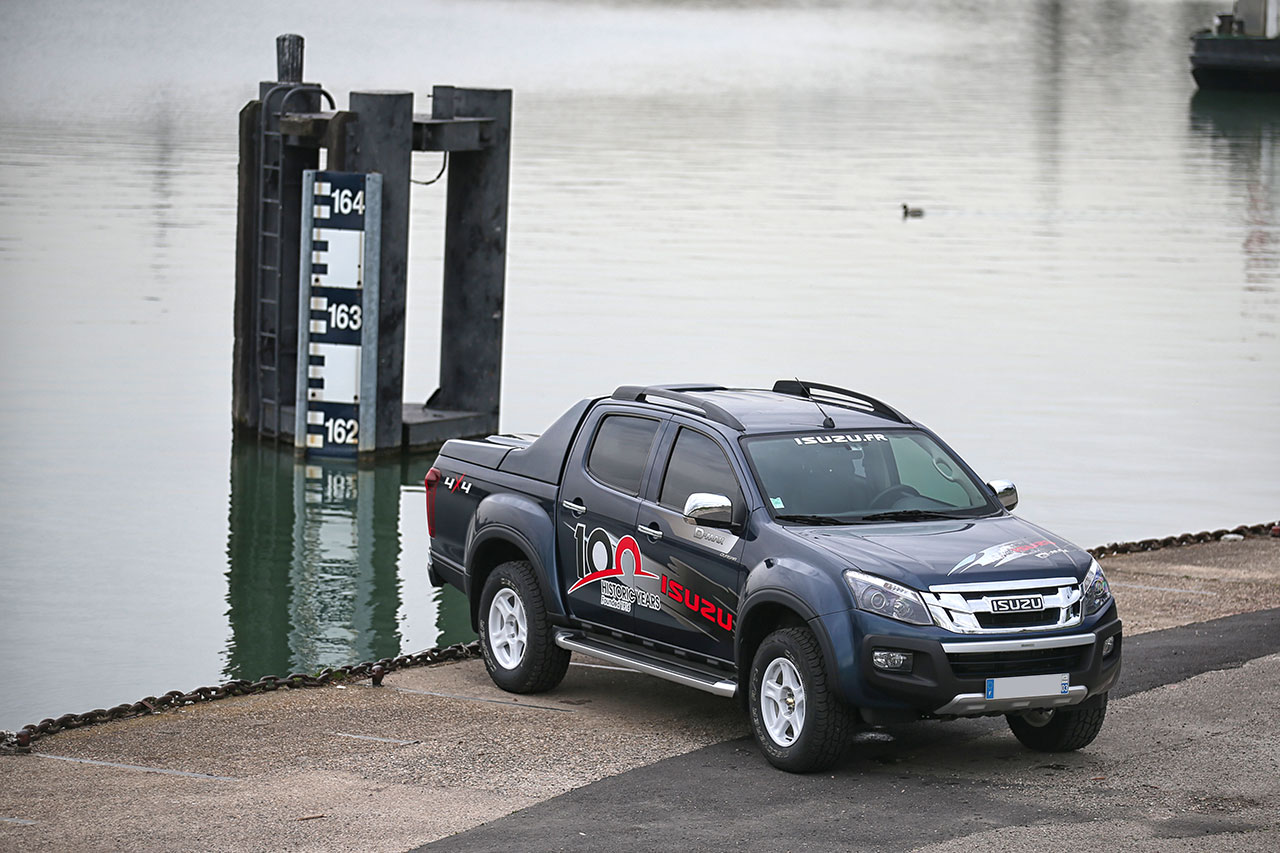 ISUZU_Dmax_100th-2