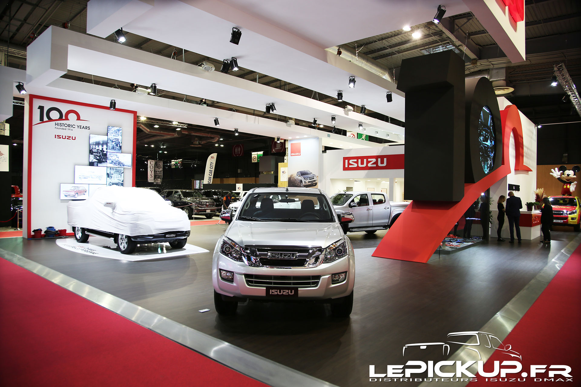 d max 2017 visite virtuelle 360 du stand isuzu au mondial de l 39 automobile 2016 actu isuzu. Black Bedroom Furniture Sets. Home Design Ideas